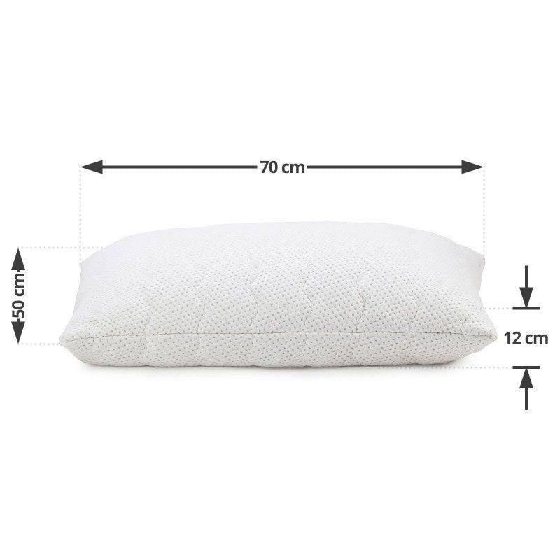 Klasična oblika vzglavnika iz lateksa SleepForm vas bo zagotovo prepričala s svojo univerzalnostjo, saj je primerna za vse spalne položaje in vse, ki vzglavnik med spanjem mečkate in zvijate. Lateks kot najprilagodljivejši naravni material odlično podpira vrat in glavo, njegova visoka zračnost pa poskrbi za suho spalno okolje. Prevleka vzglavnika je snemljiva in pralna na 40 °C.