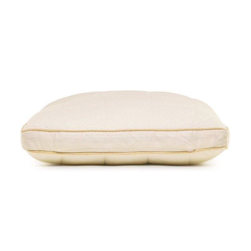 Klasična oblika vzglavnika za vse spalne položaje My First Pillow je primerna za najmlajše otroke, od prvega leta starosti naprej, kot tudi za tiste malo starejše, saj je vzglavnik nastavljiv po višini in trdoti. Kombinacija nebeljenega bombaža in naravnih bambusovih vlaken v prevleki vzglavnika je bila razvita posebej za občutljivo otrokovo kožo. Vzglavnik je v celoti pralen na 60 °C.