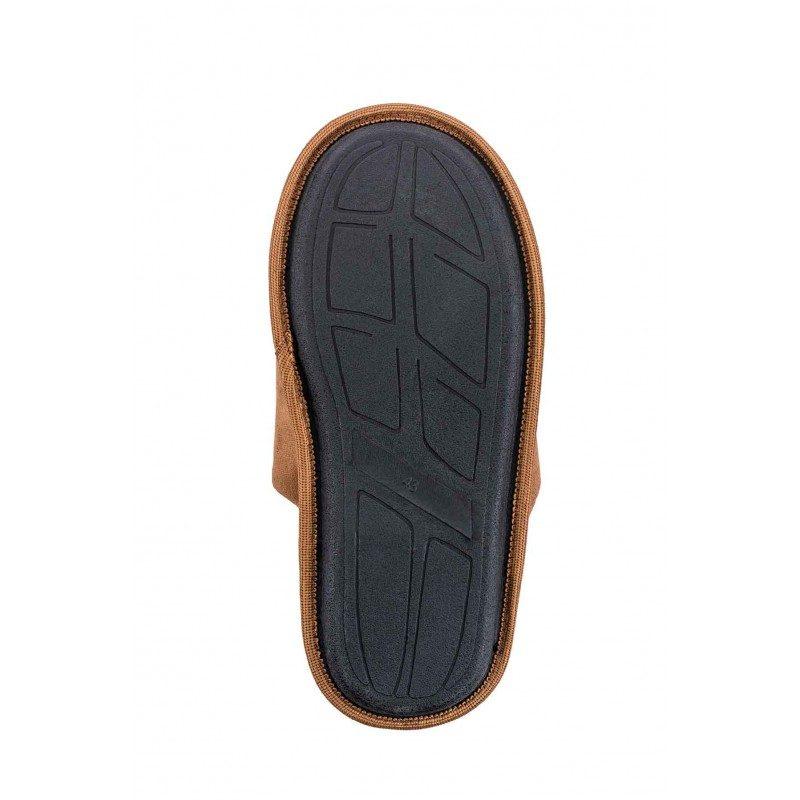 Lahkoten korak za vaša stopala, da jim podarite kar največje udobje! Kompaktni moški copati Royal Sleep so narejeni iz kakovostnih mikrovlaken, ki dajejo še izdatnejši občutek mehkobe in udobja. Za tako velika kot majhna stopala, da jim podarite kar največje udobje. Z debelejšim in mehkim dekorativnim robom in s trdim, nedrsečim podplatom.  Copati niso primerni za strojno pranje.