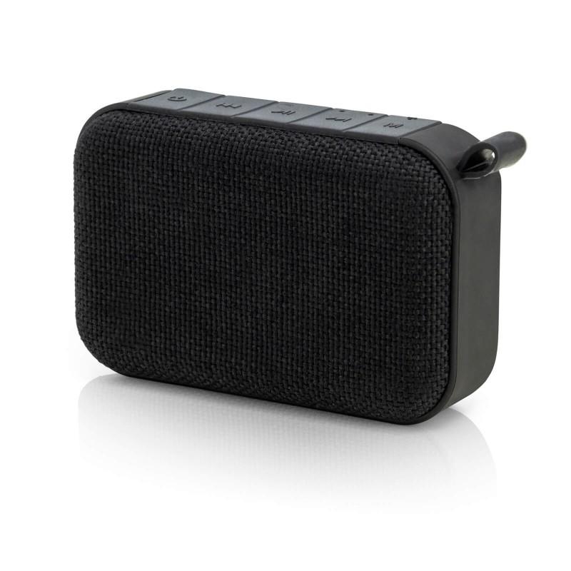 Prenosni Bluetooth zvočnik Blacksmith's nudi izvrstno brezžično zvočno izkušnjo poslušanja glasbe. Za predvajanje glasbe se enostavno povežete preko Bluetooth povezave, preko priloženega audio povezovalnega kabla ali USB-mikro kabla ali s pomočjo MicroSD kartice. Zvočnik ima vgrajen mikrofon za možnost prostoročnega telefoniranja preko Bluetooth povezave. Za izjemno delovanje bo poskrbela 1200 mAh baterija, ki omogoča do 8 ur predvajanja glasbe. Zvočnik je kompatibilen z vsemi napravami, ki podpirajo Bluetooth tehnologijo, z njo lahko preko USB-mikro kabla napolnite tudi svoj mobilni telefon ali tablični računalnik. Zvočnik je majhen in lahek, enostavno ga vzamete s seboj in uživate v glasbi kjerkoli se nahajate.