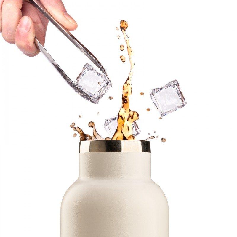 Vakuumska termovka iz kakovostnega nerjavečega jekla se ne navzema nikakršnega vonja ali okusa. Ima dvojno izolirano steno, tako da ohranja tekočino hladno 24 ur in toplo 12 ur. Moderno zasnovana termovka ima poseben premaz za lažji oprijem. Elegantnost ji poveča še pokrovček iz bambusa.