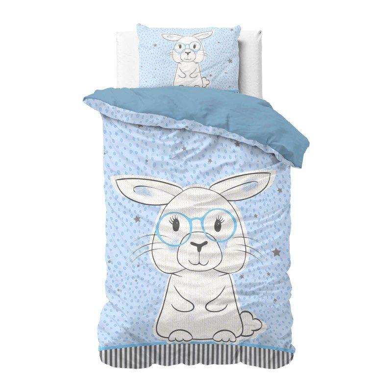 Poskrbite za miren in udoben spanec svojih najmlajših z bombažno posteljnino! Prikupen otroški motiv bo otroke zagotovo navdušil in popeljal v čudovito sanjsko deželo. Posteljnina Rabbit je iz renforce platna, ki velja za lahko, mehko tkanino, preprosto za vzdrževanje. Posteljnina je pralna na 40 °C.