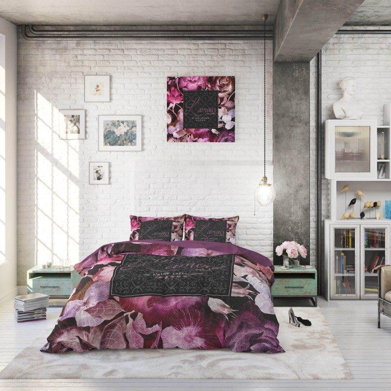 Čas je za popolno razvajanje z moderno bombažno posteljnino! Posteljnina Vintage Amour je iz renforce platna, ki velja za lahko, mehko tkanino, preprosto za vzdrževanje. Naj vas očara moderen dizajn s cvetličnim vzorcem. Prevleka za odejo je po celotni širini podaljšana za 20 cm. Enostavno za postiljanje, saj se lahko zatakne pod vzmetnico. Posteljnina je pralna na 40 °C.