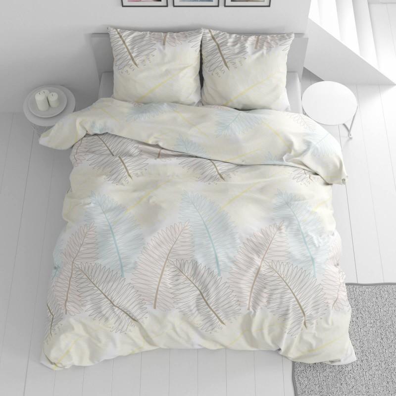 Čas je za popolno razvajanje z moderno bombažno posteljnino! Posteljnina Fern je iz renforce platna, ki velja za lahko, mehko tkanino, preprosto za vzdrževanje. Naj vas očara moderen dizajn z motivom peres. Posteljnina je pralna na 40 °C.