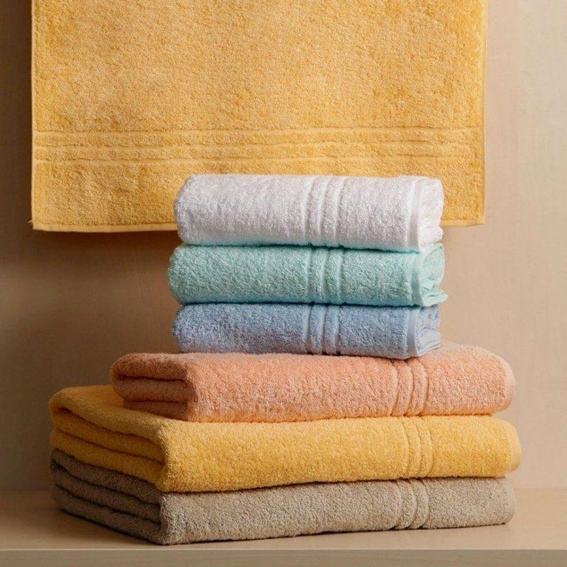 Doživite razkošno udobje v svoji kopalnici! Kakovostna brisača Orkus E iz bombažnega frotirja je trpežna, mehka, vpojna in se hitro suši. Klasična enobarvna brisača. Brisača je pralna 95 °C.