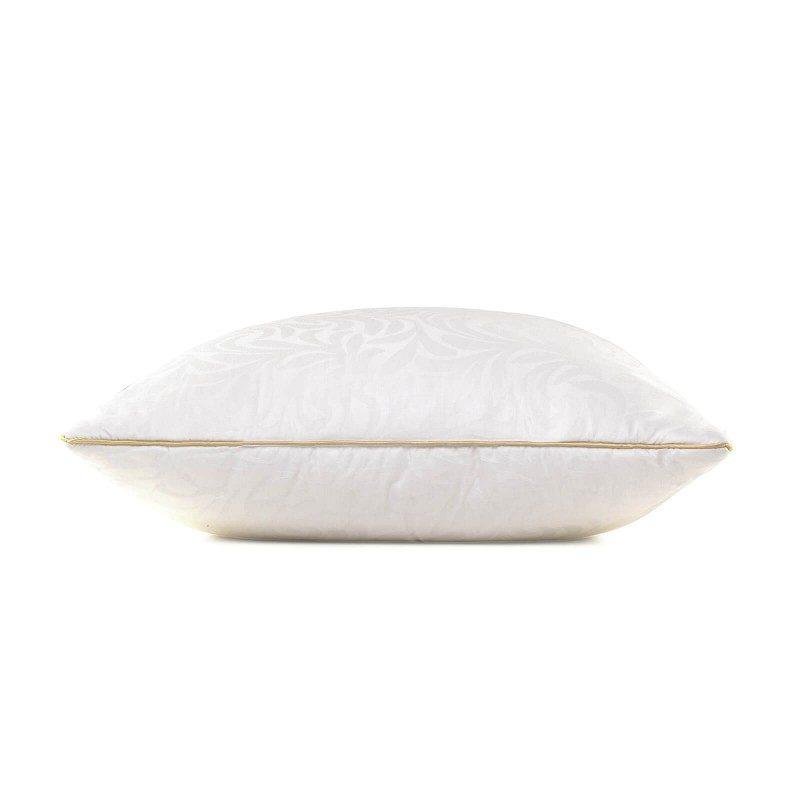 Predstavljamo Vam novu, najprestižniju liniju klasičnih jastuka Victoria's Silk, koji će Vas sa svojim prefinjenim izgledom i luksuznom udobnošću potpuno osvojiti. Izvanredna elastičnost svilenih niti sadrži najbolja mehanička svojstva između svih prirodnih materijala, što je svilu i njezine proizvode učvrstilo na 1. mjestu po kvaliteti i izboru kupaca.