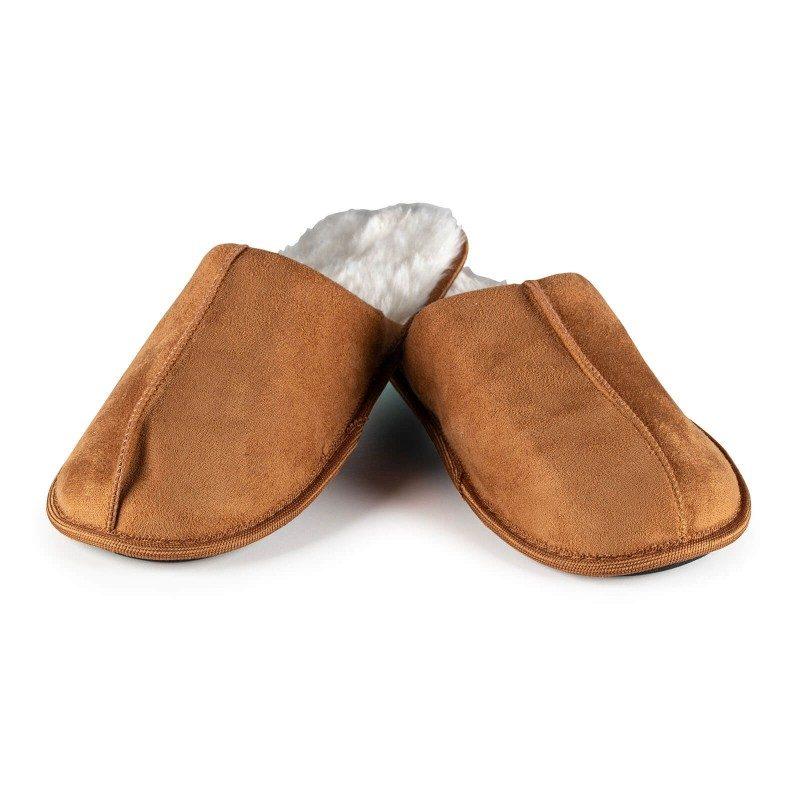 Lagan korak za vaša stopala, za maksimalnu udobnost! Kompaktne papuče Royal Sleep izrađene su od visokokvalitetnih mikrovlakana koja vam još bolji osjećaj mekoće i udobnosti. Za velika i mala stopala, s debljim i mekšim ukrasnim rubom i tvrdim, neklizajućim potplatom. Papuče nisu prikladne za strojno pranje.