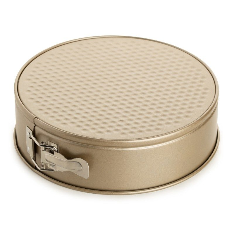 Pekač Rosmarino Baker Gold s posebnim dizajnom namijenjen za pečenje kolača i drugih slastica. S efektom vrućeg kamena omogućuju pripremu hrane na posve prirodan način. Ovalni pekač dimenzija 24 x 7 cm.