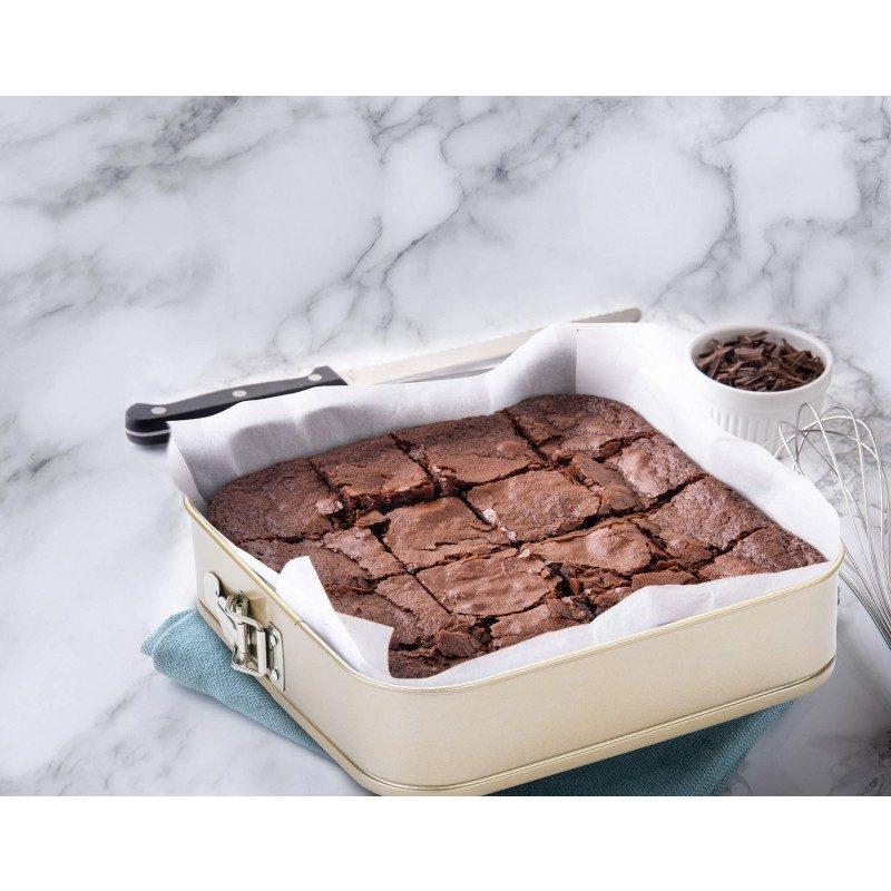 Pekač Rosmarino Baker Gold s posebnim dizajnom namijenjen za pečenje kolača i drugih slastica.  S efektom vrućeg kamena omogućuju pripremu hrane na posve prirodan način. Ovalni pekač dimenzija 28 x 28 cm.