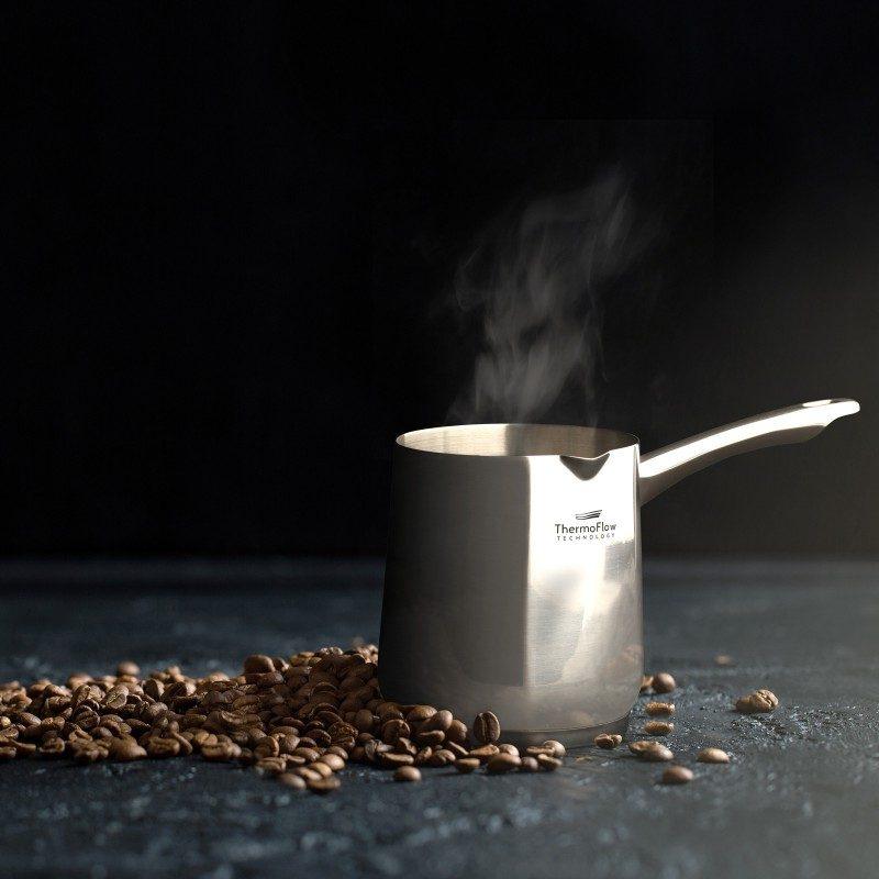 Džezva za kavu Rosmarino Pour & Cook II je zapremnine 7dcl. Odlikuje ju 3-slojno dno od visoko izdržljivog čelika koji osigurava brzo zagrijavanje i kraće vrijeme kuhanja. U dimenzijama 8 x 10 cm.
