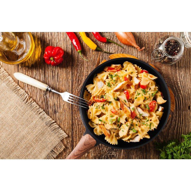 Tava promjera 28 cm primjerena  je za sve površine za kuhanje i može se koristiti za pripremu jela po vašem izboru. Neprijanjajući mineralni premaz omogućuje kuhanje s minimalnom količinom masnoća.