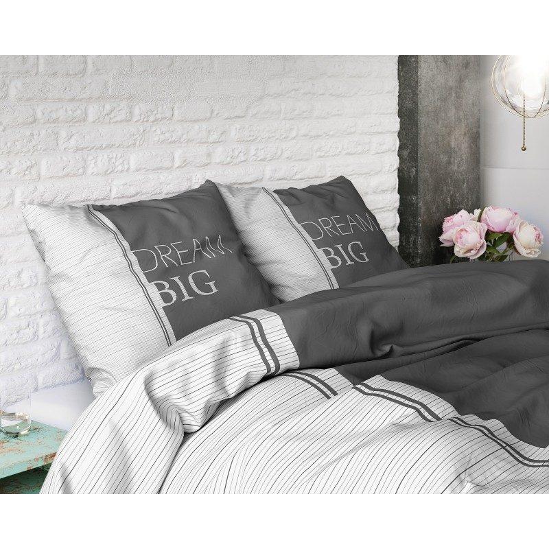 """Kvalitetna pamučna posteljina Dream je jendostavnog, klasičnog izgleda s velikim natpisom """"Dream Big"""".  U sivoj boji. Dostupna u dimenzijama: 140 x 200/50 x 70 cm in 200 x 200/2 x 50 x 70 cm."""