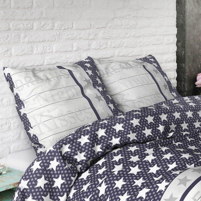 Kvalitetna pamučna posteljina Victoria s natpisom. Dostupna u dimenzijama 140 x 200/50 x 70 cm i 200 x 200/2 x 50 x 70 cm.