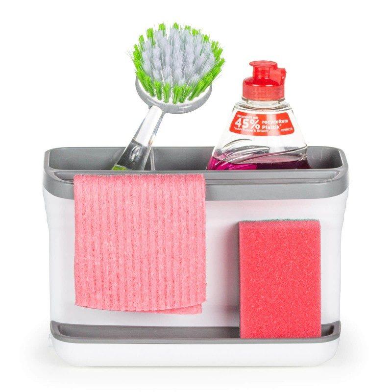Mali, ali iznimno zgodan kuhinjski organizator za spremanje pribora za čišćenje. Veće područje je idealno za sigurno spremanje sredstva za čišćenje, a manje za spremanje četke za čišćenje. Silikonski jastučić za spužvu, upiti će sav višak vode, tako da više nikada nećete imati problema s prekomjernim kapanjem i vlažnom podlogom. Praktičan držač idealan je za vješanje tkanine za čišćenje ili male kuhinjske krpe. Na kraju jednostavno podignite gornji dio organizatora i isperite višak vode da ga očistite. Najprimjereniji i najjednostavniji način za pohranu spužve, deterdženata i drugih sredstava za čišćenje - sve na jednom mjestu.