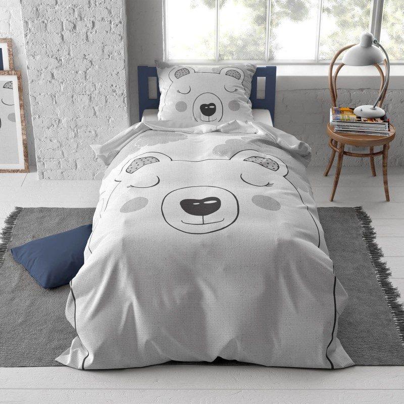 Pobrinite se za miran i udoban san svojih najmlađih s pamučnom posteljinom! Prekrasan motiv zasigurno će oduševiti djecu i odvesti ih u prekrasnu zemlju snova. Posteljina je periva na 40 °C.