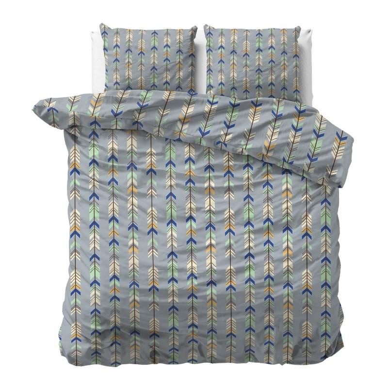 Vrijeme je za potpuno uživanje u modernim pamučnim posteljinama! Posteljina Arrows od renforce platna, mekane tkanine, jednostavne za održavanje.  Posteljina je čudesan je ukras vaše spavaće sobe, a u isto vrijeme odličan izbor za udoban i ugodan san. Posteljina je periva na 40 °C.