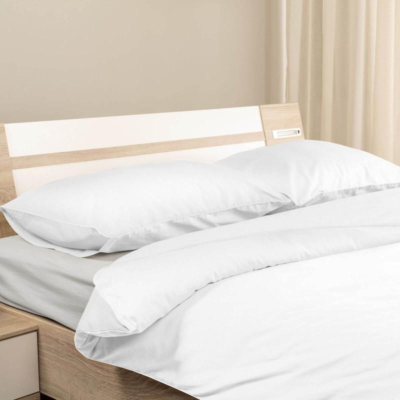 Vrijeme je za ugodno spavanje s modernom pamučnom posteljinom! Posteljina je napravljena od renforce platna, što se smatra laganom, mekom tkaninom koja se lako održava. Posteljinu je moguće koristiti s obje strane. Posteljina je periva na 40 ° C.