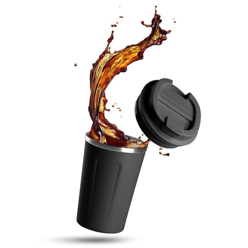 """Termo lončić za kavu ili čaj Rosmarino od kvalitetnog nehrđajućeg čelika sa dvostrukom izolacijskom stijenkom koja održava napitak hladnim do 8 sati i toplim do 4 sata. Lončić za višekratnu upotrebu je najbolja alternativa lončiću za jednokratnu upotrebu, ne sadrži petrokemikalije i BPA, ne pušta umjetni okus pića. Lončić zapremnine 350 ml savršene veličine za vaš najdraži napitak """"to go"""": kavu, čaj i slično. Zahvaljujući poklopcu lončić ne prolijeva i 100% zadržava tekućinu. Primjeren za pretežito sve automobilske držače za lončiće."""