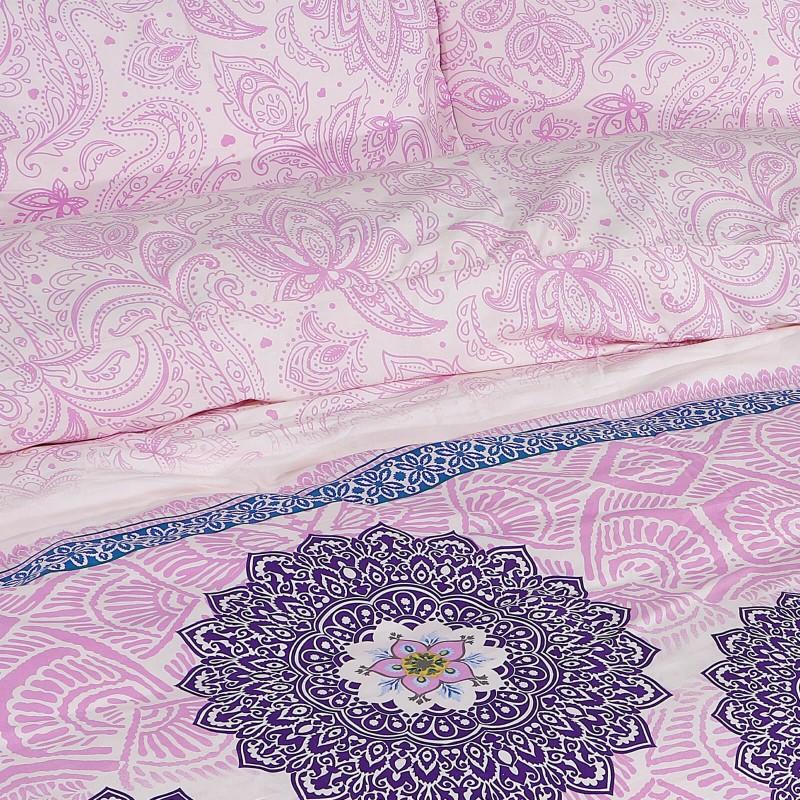 Vrijeme je za potpuno uživanje u modernim pamučnim posteljinama! Posteljina Suhana od mekanog pamučnog satena, koji je satkan od visokokvalitetnog, tankog tkanja. Posteljina od satena je prekrasan ukras vaše spavaće sobe, a u isto vrijeme odličan izbor za udoban i ugodan san. Posteljina je periva na 40 °C.