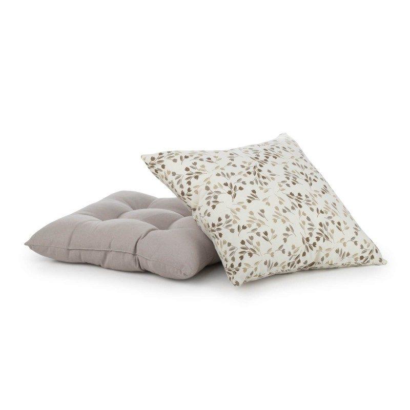 Udoban i mekan dekorativni jastuk izrađen je od pamučne tkanine i visokokvalitetnog punjenja od mikrovlakana. Dekorativni jastuk nudi bezbroj mogućnosti za dekoriranje vašeg životnog prostora. Može se koristiti u dnevnoj ili spavaćoj sobi kako za dekoriranje, tako i za udobnost. Moderan dizajn i neutralne boje omogućuju kombiniranje s raznim ukrasnim pokrivačima. Periv na 40 ° C.
