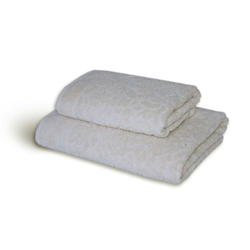 Ručnik Svilanit Rose izrađen je od mekanog pamuka s decentnim žakard uzorkom koji se prostire po cijelom ručniku.