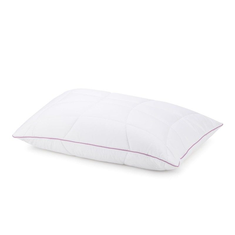 Klasični jastuk Lavanda Provansa sigurno će vas uveriti u svestranost, jer je jastuk pogodan za sve položaje spavanja. Nežan miris lavande koji umiruje, uklanja nervnu iscrpljenost i nesanicu i pruža vam dodatnu udobnost dok spavate. Jastuk je potpuno periv na 60 °C.