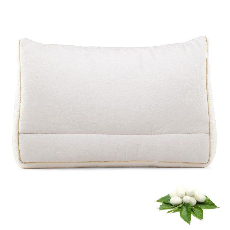 Za kraljevsku udobnost i spavanje pobrinuće se nova linija proizvoda za spavanje Royal Sleep. Svileni jastuk će svojom udobnošću i mekoćom oduševiti i najzahtevnije korisnike. Izuzetna elastičnost svilenih niti za divne svilene snove. Dimenzija: 50x70 cm.