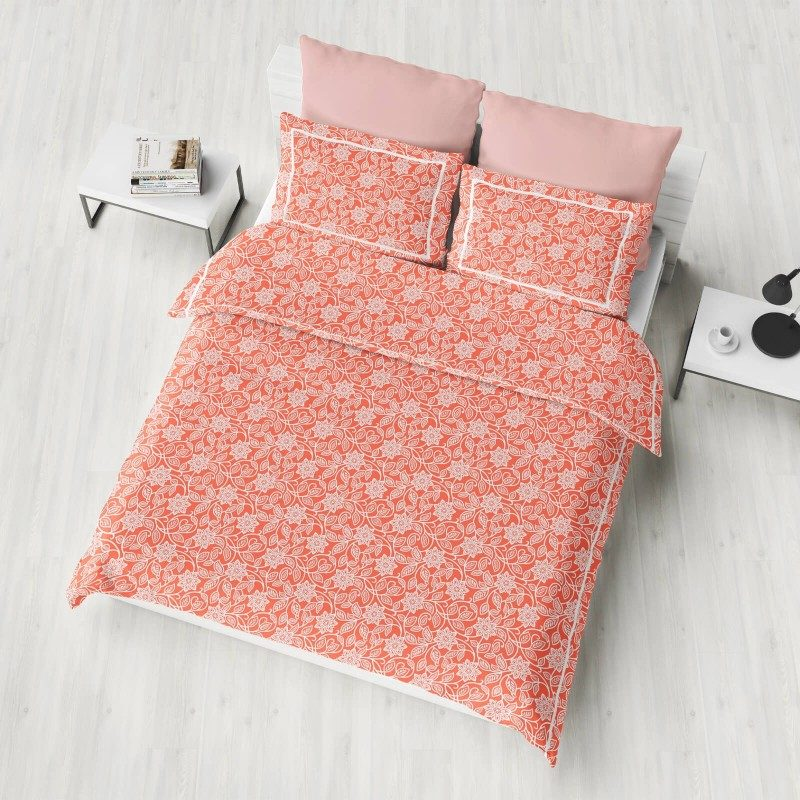 Prelepa Donna posteljina od 100% pamuk satena, za vrhunski komfor u vašoj spavaćoj sobi. Sa stilskim dezenom. Dostupna je u veličinama 140 x 200/50 x 70 cm i 200 x 200/2 x 50 x 70 cm.
