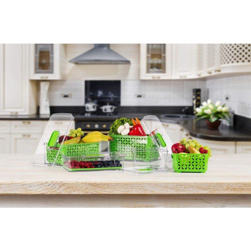 Inovativna posuda za skladištenje hrane, zbog svog dvodelnog sastava, obezbeđuje da hrana nije u kontaktu sa kućištem posude i blago je podignuta u korpi sa rupicama, što sprečava kontakt hrane sa kondenzovanom tečnošću. Sva suvišna voda, iscuriće na dno posude, ostavljajući hranu svežom i duže jestivom. Poklopac sa otvorom, omogućava vam da regulišete protok, što se može koristiti za regulisanje nivoa vlage i vazduha. Kao rezultat toga, hrana u frižideru duže ostaje sveža, ne kvari se i ne nastaje budj. Napravljena je od PETG plastike bez štetnih materija, koja je mnogo otpornija na udarce i višeg kvaliteta od plastike, koja se koristi kod sličnh proizvoda na tržištu. Manja posuda je pogodna za čuvanje voća, povrća, mesa i ribe, za upotrebu u frižideru, zamrzivaču i može se oprati u mašini za pranje sudova do 50 °C, bez sušenja.