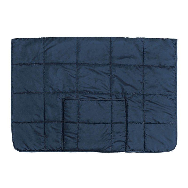 Višenamenski prekrivač SoftTouch 4u1 zadiviće vas svojom funkcionalnošću, jer se može koristiti kao pokrivač, jastuk, prekrivač za krevet ili kao praktičan džep za noge. Poslužiće vam u kući na kauču, kao ćebe u automobilu, a takođe i za piknik ili kampovanje u prirodi. Napravljen je od kvalitetnih i mekanih mikrovlakana, koja su izuzetno nežna i samim tim prijatna za kožu. Dva lica prekrivača za različite namene - mekana strana je pogodna za pokrivanje, a glatka strana sprečava klizanje sa kauča ili fotelje. Može se oprati u celosti na 40 °C.