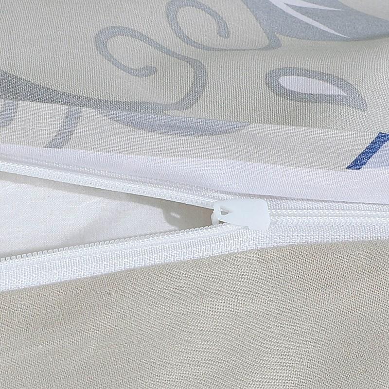 Vreme je za potpuno uživanje u modernim pamučnim posteljinama! Posteljina Sailor od renforce platna, mekane tkanine, jednostavna za održavanje. Očarati će vas moderan dizajn sa mornarskim motivom. Posteljina je periva na 40 °C.