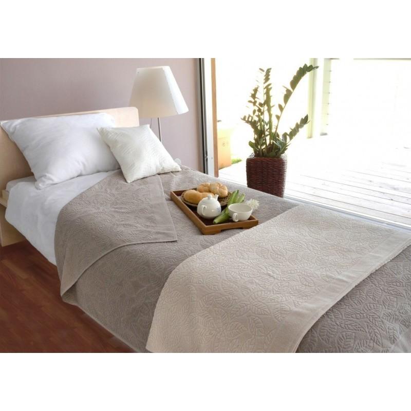 Prekrivač Svilanit Lux Orion je izrađen od 100% pamučnog frotira i namenjen različitim načinima upotrebe: dekorativni prekrivač, zaštita od prašine, podloga na plaži, prekrivač za krevet, letnji pokrivač. Dimenzija: 155x200 i 200x250 cm. Siva boja.