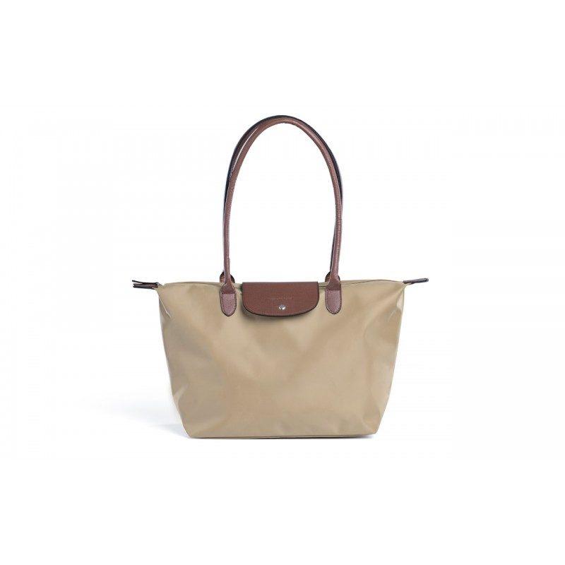 Kako kupovina ne bi bila samo kupovina, predstavljamo vam liniju torbi za kupovinu i slobodno vreme, koje svojim bojama i dizajnom diktiraju modne trendove.