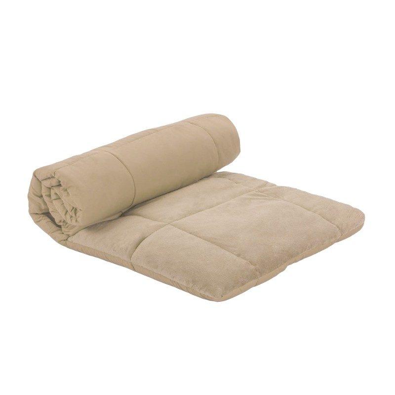Vrlo fino i praktično ćebe za sve i za svakoga. Prekrivač koji u trenutku postaje pokrivač, jastuk ili jorgan. Lako održavanje, dugotrajan kvalitet. Dimenzije 140x200 cm. Bež boja.