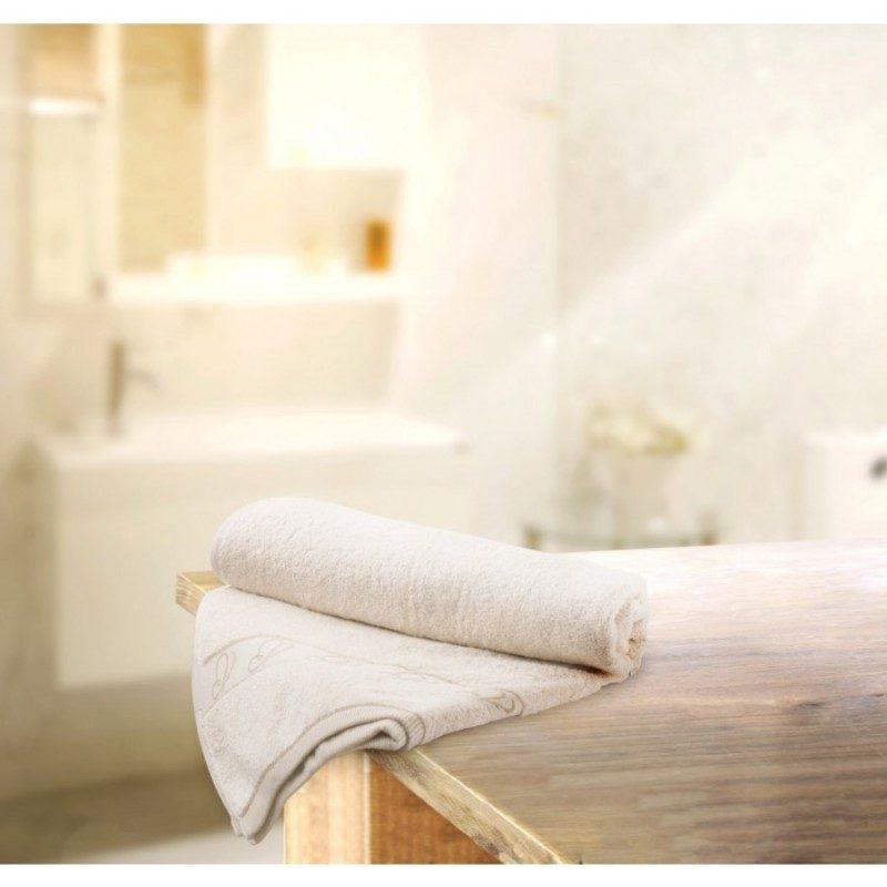 Peškir od prirodnog, nebeljenog pamuka. Za lepši izgled peškira zaslužan je Svilanit leptirić u dekorativnoj borduri. Prefinjena prirodan boja, visoka moć upijanja. Birajte dimenzije: 32x50, 50x100 ili 70x140 cm.