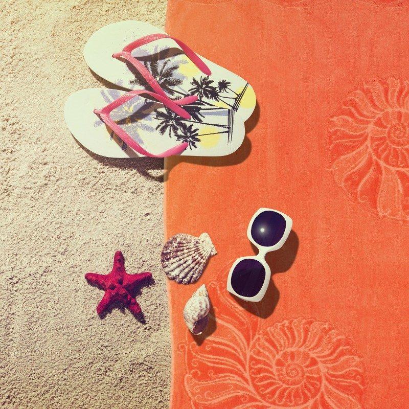 Doživite raskošnu udobnost i ljetnu bezbrižnost na svakom koraku! Moderan plažni peškir je nepogrješiv izbor za plažu, bazen ili saunu.  Kvalitetan plažni peškir Onix Shell odlikuje najbolja dvojna pamučna pređa. Prednost dvojne pređe odlikuje se u većoj moći upijanja, ljepšem izgledu, otpornosti i dužem vijeku trajanja. Jednostrano sječen frotir nudi baršunast i mekan dodir. Peškir je periv na 60 °C.