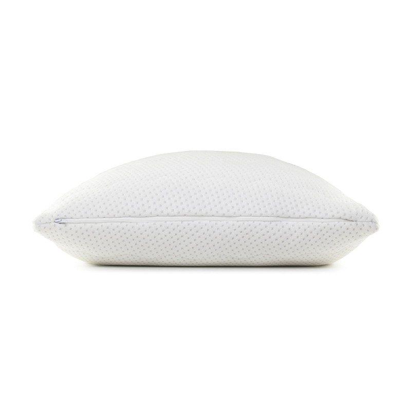 Klasični jastuk SleepForm sa lateksom sigurno će vas uvjeriti u svestranost jer je pogodan za sve položaje spavanja i za sve koji jastuk savijaju i okreću tokom spavanja. Lateks, kao najprilagodljiviji prirodni materijal, savršeno podržava vrat i glavu, a njegova visoka prozračnost obezbjeđuje okruženje za suho spavanje. Navlaka se skida i pere na 40 ° C.