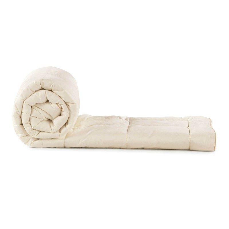 Cjelogodišnji pokrivač Bamboo od bambusovih vlakana, oduševiće vas udobnošću u svim godišnjim dobima. Pokrivač od bambusa je odličan izbor za sve koji vole prirodne materijale. 100% nebijeljeni pamuk i bambusova vlakna sa izuzetnim kapacitetom odvajanja vlage i apsorpcije, pružaju komfor onima koji se mnogo znoje tokom sna. Pokrivač se potpuno može oprati na 60 °C.