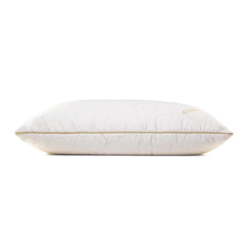 Klasični jastuk od svile Victoria Silk zbog svoje visine pogodan je za sve one koji imaju uža ramena i najčešće spavaju na stomaku. Niži i mekši jastuci su pogodni za osobe sa manjom kilažom. Vaša koža će biti u kontaktu sa 100% pamukom i prirodnom mulberry svilom što garantuje više svježine i higijensko okruženje za spavanje. Jastuk je u potpunosti periv na 30 ° C.