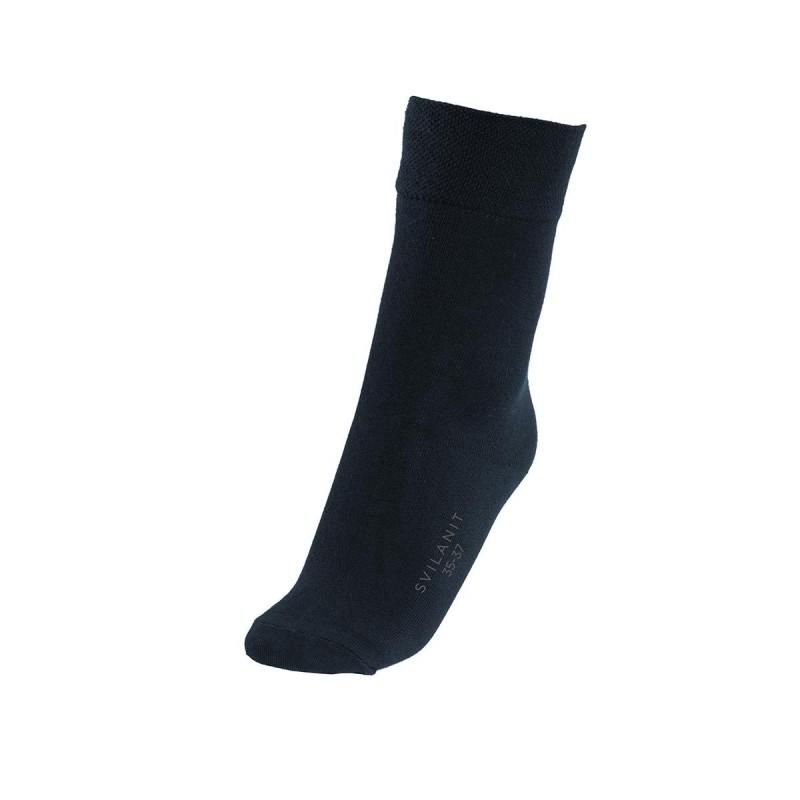 Jednobojne ženske čarape su mekane i udobne za nošenje. Izrađene od kombinacije materijala, sa velikim udjelom pamuka, za veću prozračnost. U veličinama: 35-38, 39-42.