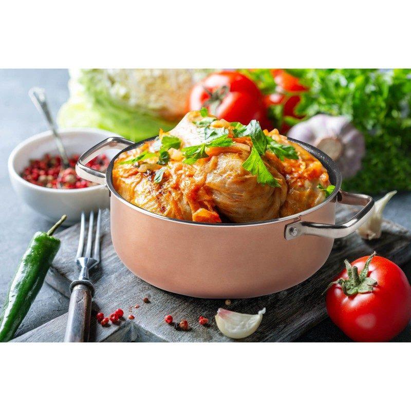 Šerpa Basté prečnika 20 cm sa efektom kuhanja na vrućem kamenu i neljepljivim glatkim mineralnim premazom, pružaju prirodan način kuhanja, sa vrlo malo masnoće. Hrana na taj način zadržava  sve vitamine i minerale koji su našem tijelu potrebni za zdrav način života. Pogodno za sve površine za kuhanje, uključujući indukcionu. Lako se čisti i može se prati i u mašini za pranje posuđa. Sve posude iz linije Basté temelje se na višeslojnom sastavu čime je zagarantovan dug vijek trajanja i visok stepen otpornosti i izdržljivosti posude.