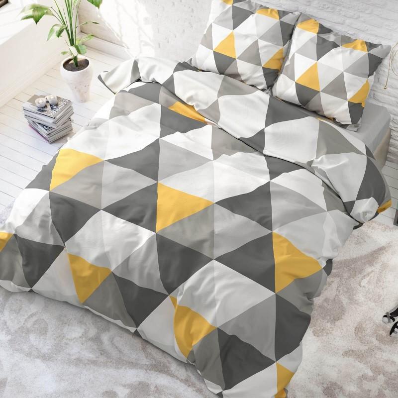 Kvalitetna pamučna posteljina Dakota klasičnog je izgleda s uzorkom. U sivoj boji. Dostupna u dimenzijama: 140 x 200/50 x 70 cm i 200 x 200/2 x 50 x 70 cm.