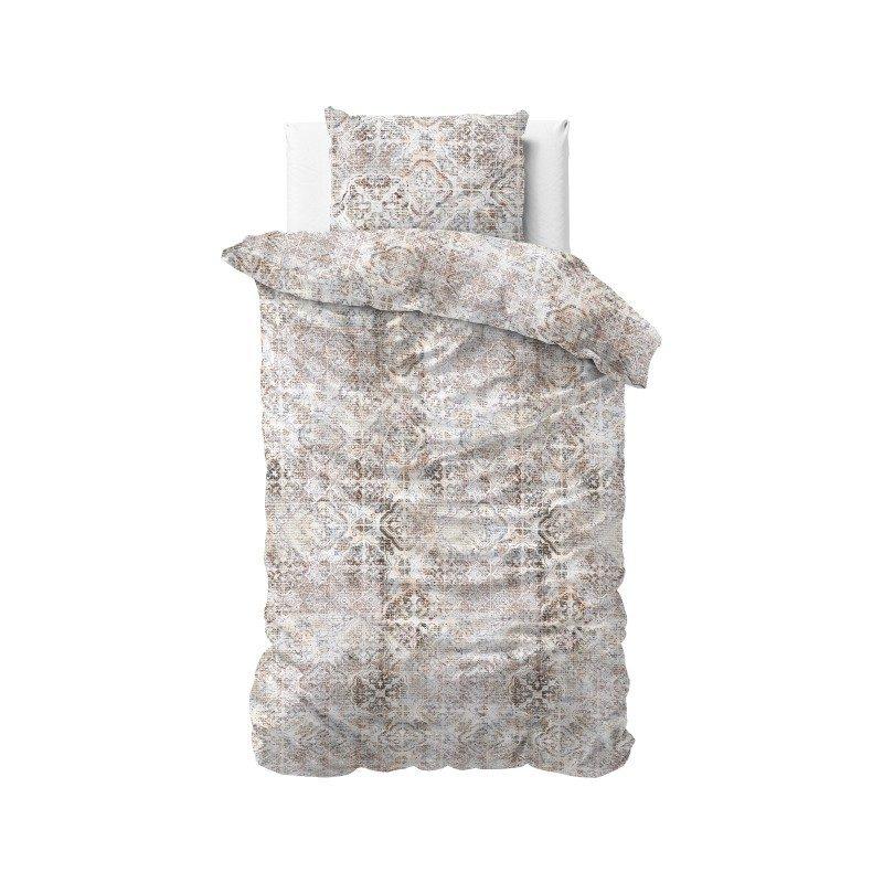 Vrijeme je za potpuno uživanje s modernom pamučnom posteljinom! Posteljina Oyna od renforce platna, mekane tkanine, jednostavna za održavanje. Posteljina od pamuka je čudesan je ukras vaše spavaće sobe, a u isto vrijeme odličan izbor za udoban i ugodan san. Posteljina je periva na 40 °C.