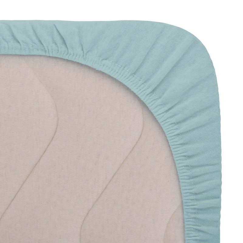 Vrhunski elastične plahte su proizvedenie od 100% češljanog pamuka. Češljani pamuk je izuzetno meka vrsta pamuka, napravljena od posebno obrađenih vlakana, prije nego što se spletu u predivo. Plahte su izrađene žersej načinom tkanja. To je način tkanja pamuka od koga se prave elastične tkanine koje se odlično prilagođavaju. Žersej elastične plahte se zbog svoje elastičnosti ne gužvaju. Elastične plahte Sofia karakteriše veoma visoka gustina tkanja (180 g/m2), što znači da su izdržljivije i duže održavaju lijep izgled. Duž čitave ivice imaju gumu za lakše prijanjanje na madrac. Plaht se ravnomijerno zateže i ne gužva se.