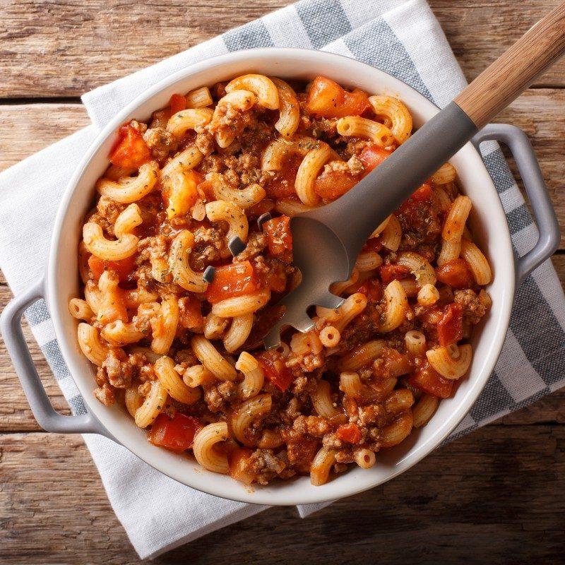 Kvalitetnu kašiku upotrijebite za serviranje špageta, rezanaca i ostalih vrsta tjestenine. Izrađena od izdržljivog i neprijanjajućeg najlona te je posebno primjerena za upotrebu u posudama s osjetljivim premazom. Udobna ručka osigurat će lakšu upotrebu.