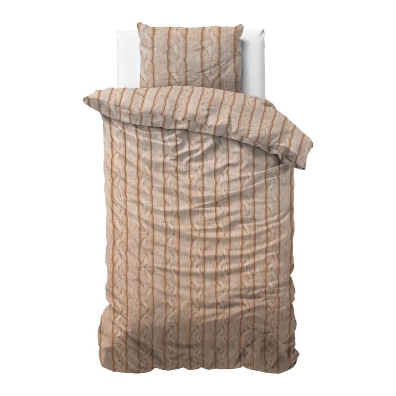 Vrijeme je za potpuno uživanje u modernim pamučnim posteljinama! Posteljina Braid Cable od renforce platna, mekane tkanine, jednostavne za održavanje. Posteljina je čudesan ukras vaše spavaće sobe, a u isto vrijeme odličan izbor za udoban i ugodan san. Posteljina je periva na 40 °C.