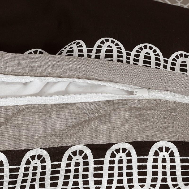 Vrijeme je za potpuno uživanje u modernim pamučnim posteljinama! Posteljina Idris od renforce platna, mekane tkanine, jednostavne za održavanje. Posteljina je savršeni ukras vaše spavaće sobe, a u isto vrijeme odličan izbor za udoban i ugodan san. Posteljina je periva na 40 °C.