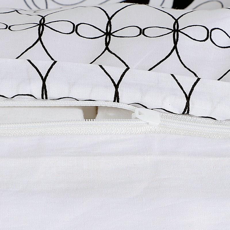 Vrijeme je za potpuno uživanje u modernim pamučnim posteljinama! Posteljina Ekani od renforce platna, mekane tkanine, jednostavne za održavanje. Posteljina je savršeni ukras vaše spavaće sobe, a u isto vrijeme odličan izbor za udoban i ugodan san. Posteljina je periva na 40 °C.