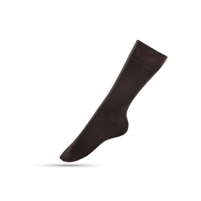 Jednobojne muške čarape su mekane i udobne za nošenje. Izrađene od kombinacije materijala, sa velikim udjelom pamuka, za veću prozračnost. U veličinama: 39-42, 43-46.
