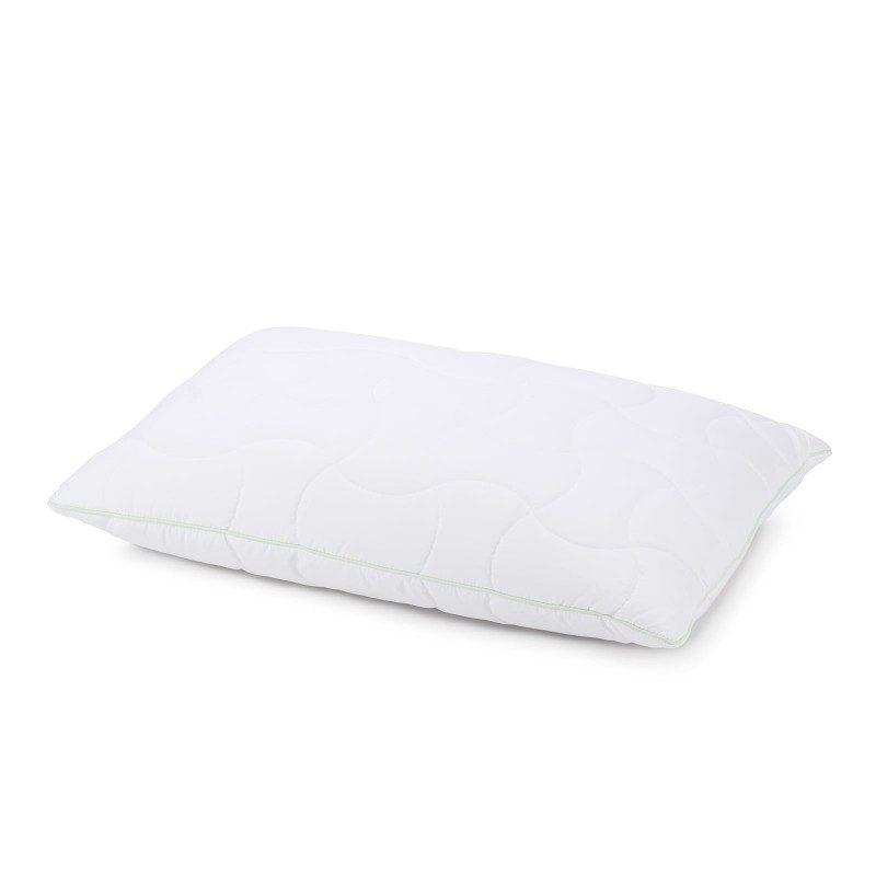 Klasični jastuk Aloe Vera Climafill, će vas sigurno uvjeriti svojom svestranočću, jer je pogodan za sve položaje i sve one koji vole da savijaju i okreću jastuk tokom spavanja. Navlaci jastuka je dodata esencija aloe vere, za umirujući osjećaj dok spavate. Jastuk je potpuno periv na 60 °C.
